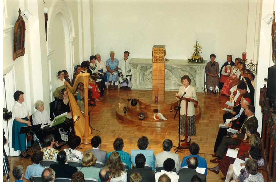 President Mary robinson addressing gathering at Re-opening in 1994
