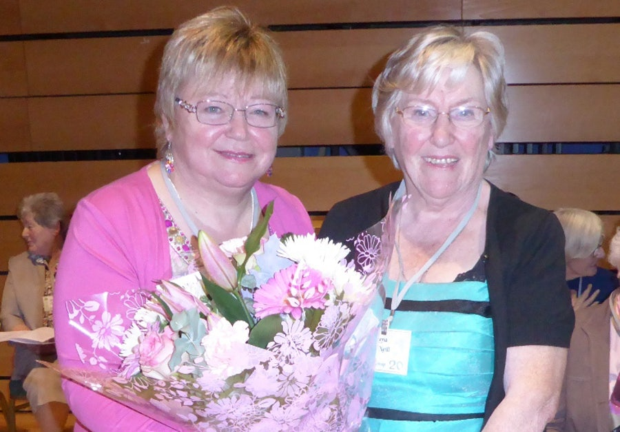 Catherine McEvoy (l), Lena (r) and flowers